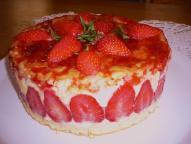 fraisier maison servi à la table d'hôte